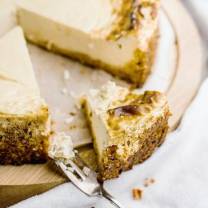 Skinny cheesecake met pompoen dadel korst