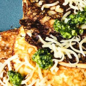 Hartige proteïne pannenkoeken met pesto