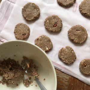 Proteine havermout koekjes op een bakplaat