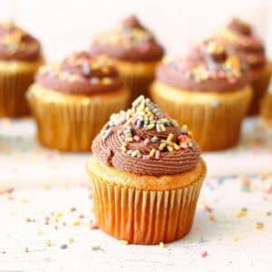 Koolhydraatarme rainbow cupcakes