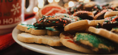 Feestdagen bord met kerstkoekjes