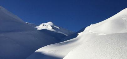 plannen maken met besneeuwde bergen