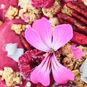Raspberry smoothie bowl Live Puri