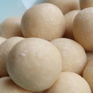 Suikervrije proteine marsepein balletjes op schaal