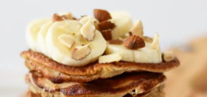 Pannenkoeken met banaan en gehakte noten